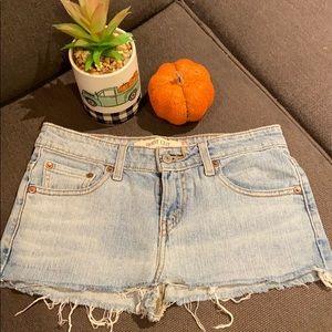 Levi's Jean shorts 🍋